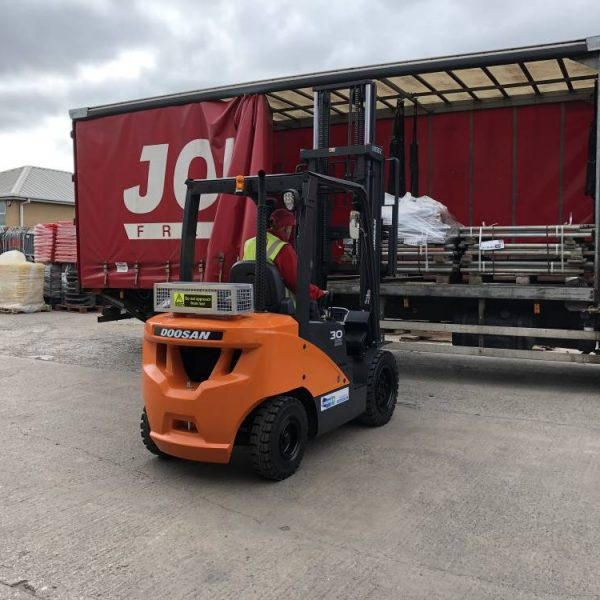 pallet truck rental, forklift truck for hire & sale, warehouse equipment rental